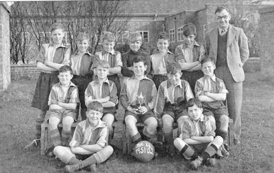 Junior School Football team 1951-52 400 x 254 PNG
