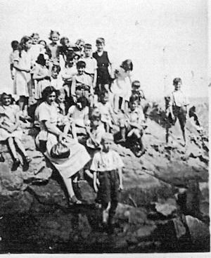 Monkey Island July 25th 1949 1 300 x 367 PNG